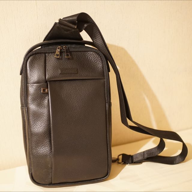 Casucci (Leather Sling Bag)