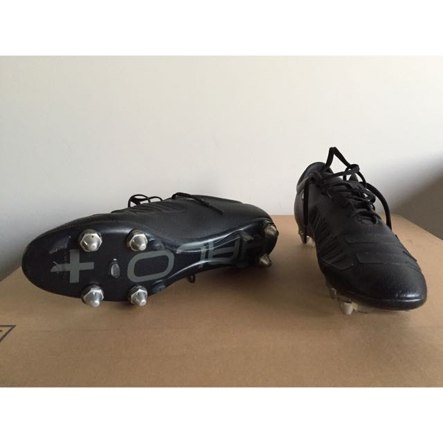 concave Soccer Boots