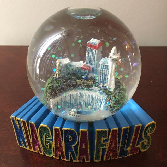 FREE Niagara Falls Snow Globe