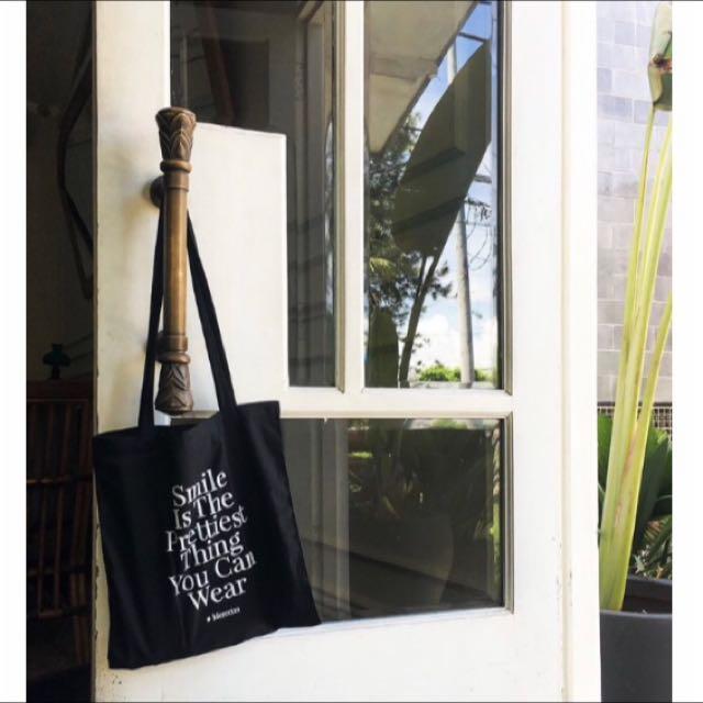 ✨含運Mercci22品牌標語長揹袋✨