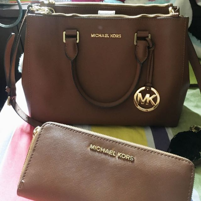 michael korrs bag with wallet