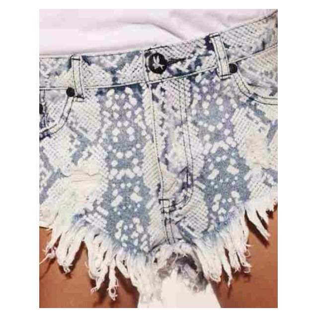 One Teaspon Rollers Denim shorts in Taipan print BNWT
