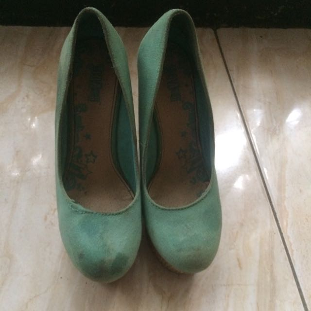 Payless Green Wedges