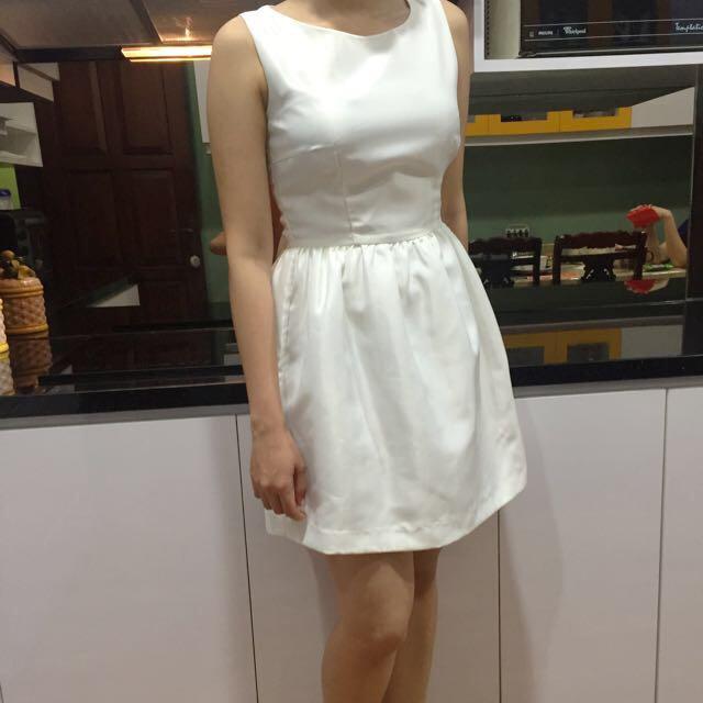 White Dress Chic Simple