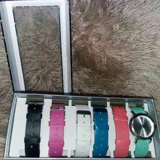 Watch with 6 spare straps