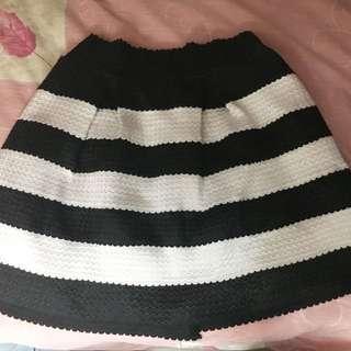 黑白間條短裙