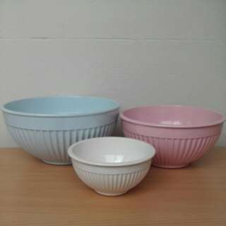 Set Of 3 Pastel Mixing Bowls Retro Design Plastic Material Variety Of Sizes