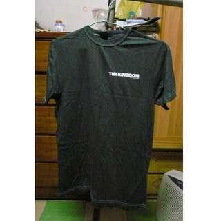 電影反恐戰場The Kingdom的週邊商品-純棉短袖上衣  T恤  S號  Made in U.S.A.   洗過未穿過 因擔心過敏,所以已將標籤剪掉 無瑕疵