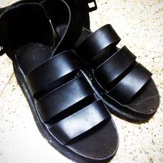 Dr.Martens涼鞋