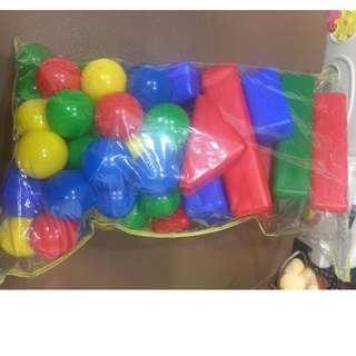塑膠球跟積木