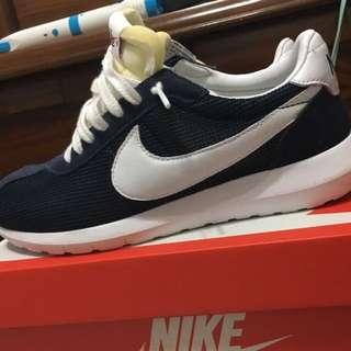 Nike.  Ld1000深藍! Us7.5可小刀🔪