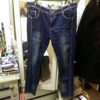 大尺碼 窄管牛仔褲