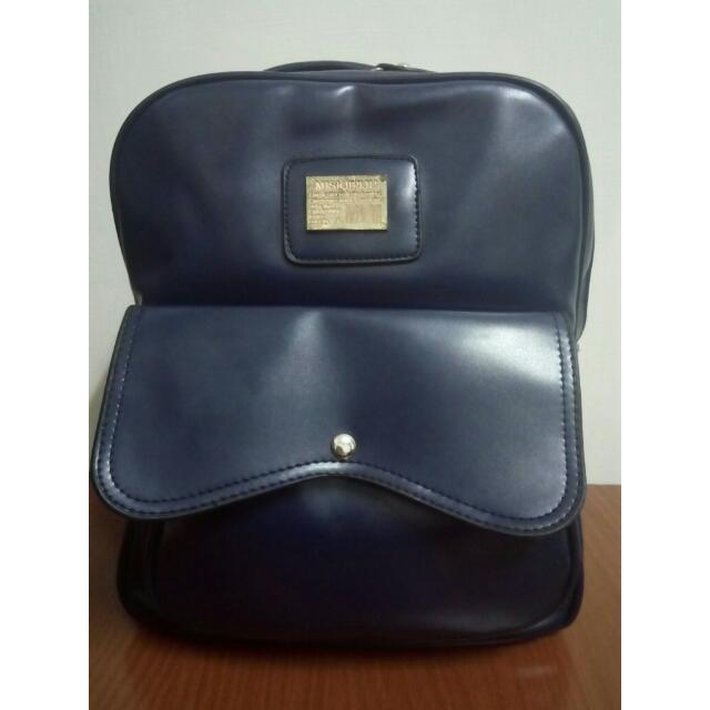 類皮革 深藍 方型 簡約 厚 挺 後背包