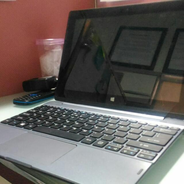 Acer One 10 Laptop Tablet