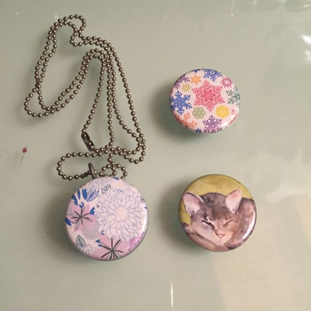 Changeable Pin Necklace
