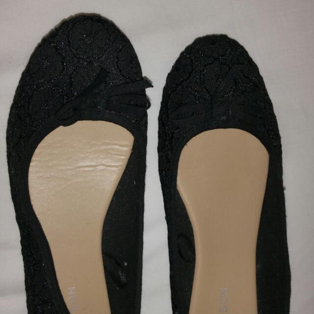 HAVEN'T BEEN WORN FLATS SIZE 10