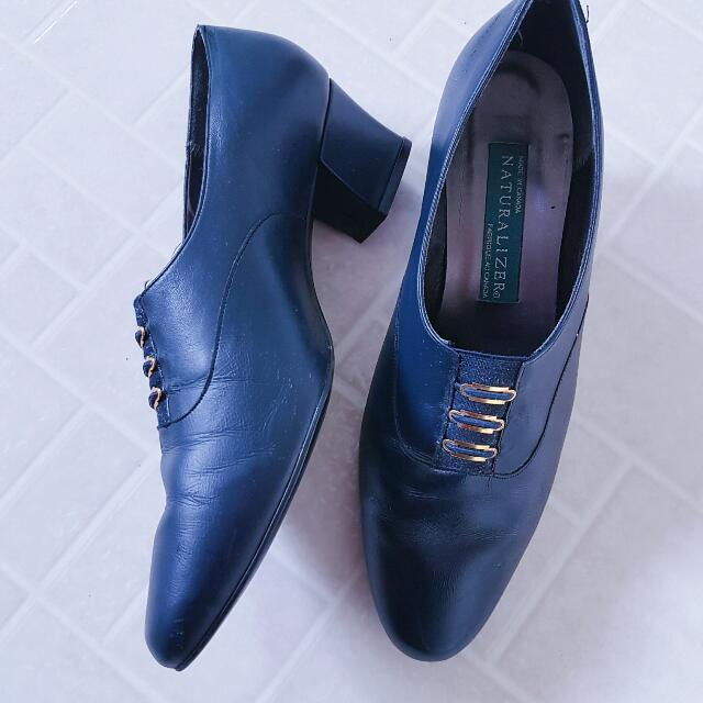 Naturalizer Navy Pointed Toe Chunky Heels Shoe Size 8-8.5