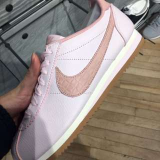 「徵收」NIKE粉紅色UK4US6.5