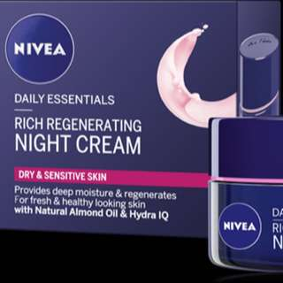 Daily Essentials Night Cream