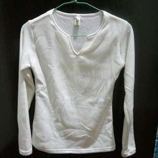 白色V領上衣