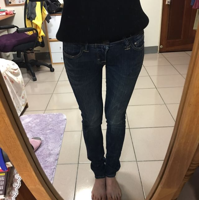 原價2890亂賣一通的Levi's Slight Curve 低腰刷色牛仔褲 26腰