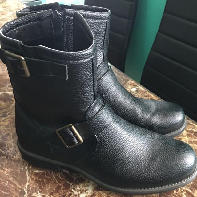 Cedar wood estate boots