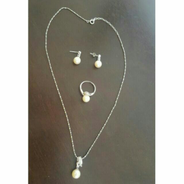Classic Jewelry Pearl Set