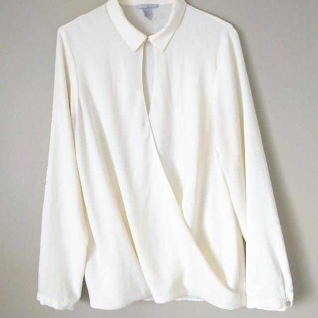 💰 H&M Cream Slit Blouse