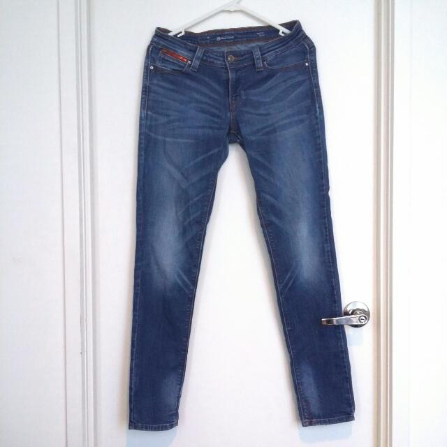 Levi's Mid-Rise Demi Curve Skinny Jeans- Size 26