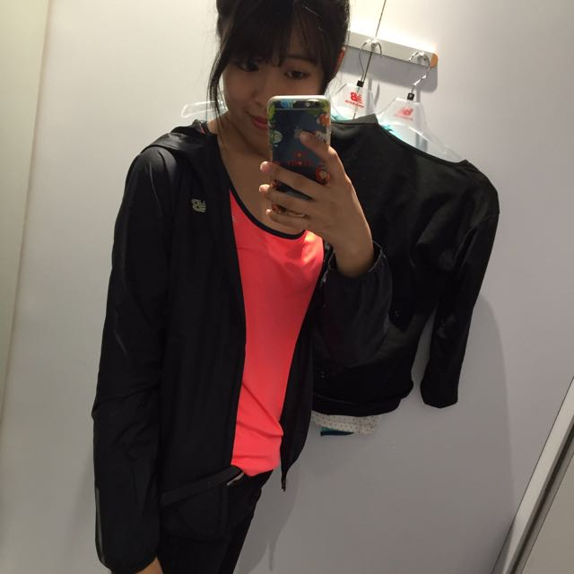 New Balance 女裝薄外套 運動外套 風衣外套 M號 全黑