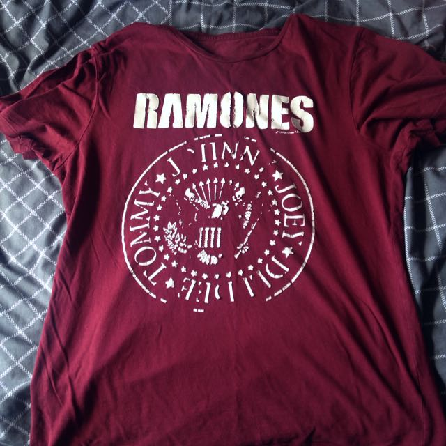 Red/maroon Ramones Shirt
