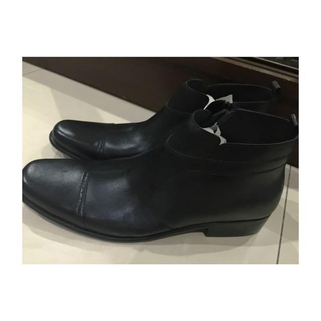 Sepatu boot (mrek OBERMAIN)