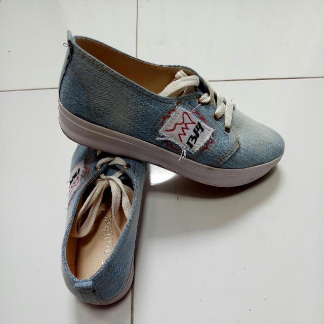 Sepatu Sket