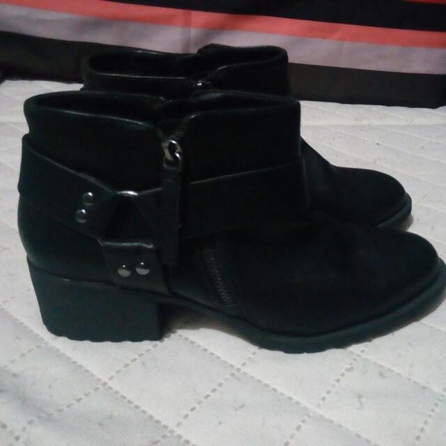 SUPER SALE Bershka Shoes ( Free Shipping Free With In Metro Manila )