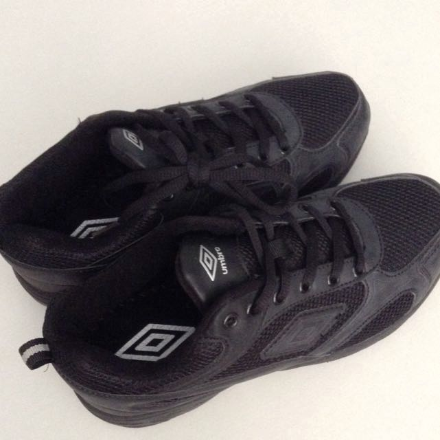 umbro shoes black