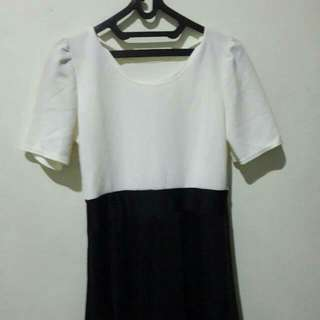 dress midi. black n white. NEW.