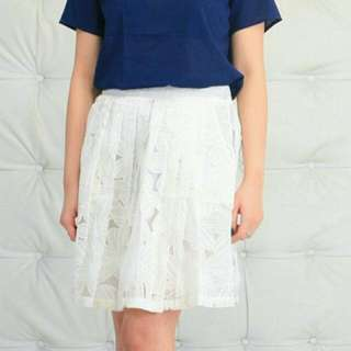 PRELOVED BUT NEW : WHITE FLOWER FLARE SKIRT