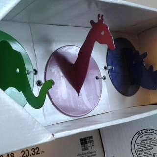 Brand New Children Hangers. (Dinosaurs).
