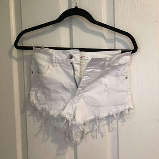 ♡ NEW  ♡ WHITE HOT PANTS  •  SUPRÉ