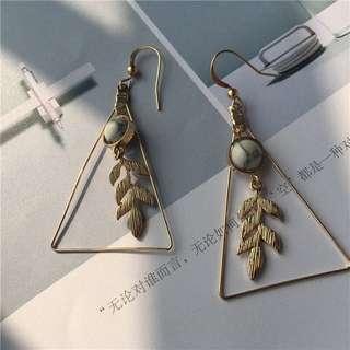 復古三角設計感葉子鏤空大理石圓珠耳環