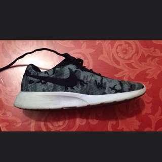 Authentic Nike Tanjun Sneaker