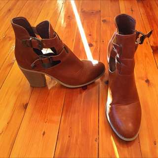 Ladies Size 10 Ankle Boots