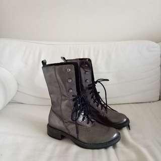 Wittner metallic boots