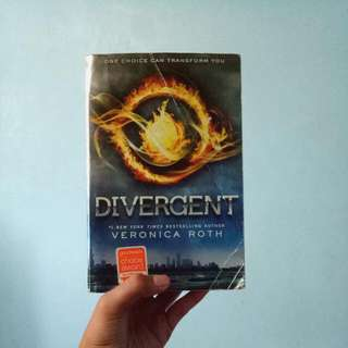 REPRICED!! Divergent by Veronica Roth