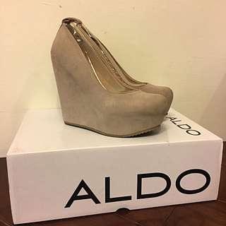 ALDO米駝色麂皮楔型包鞋35號