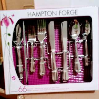 Hampton forge 66 Pieces Flatware