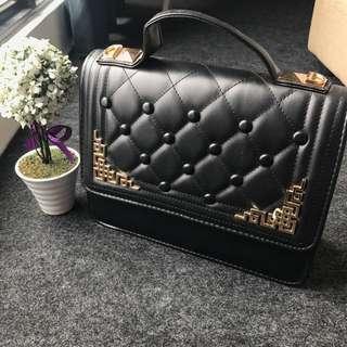 🍃 Square Design Sling Bag 🍃