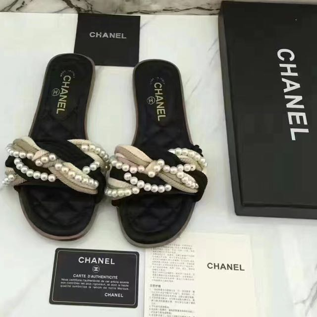 2017 Chanel resort collection pearl slides