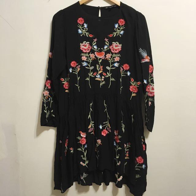 刺繡花花寬鬆洋裝