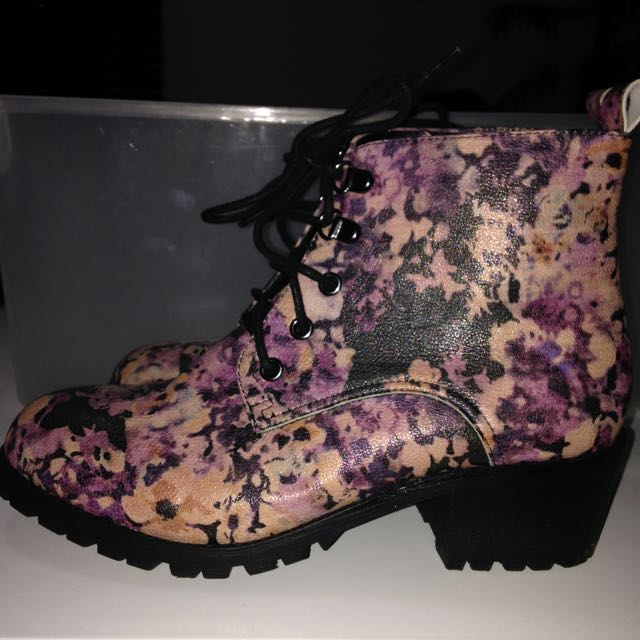 Betts Boots Size 8 $15
